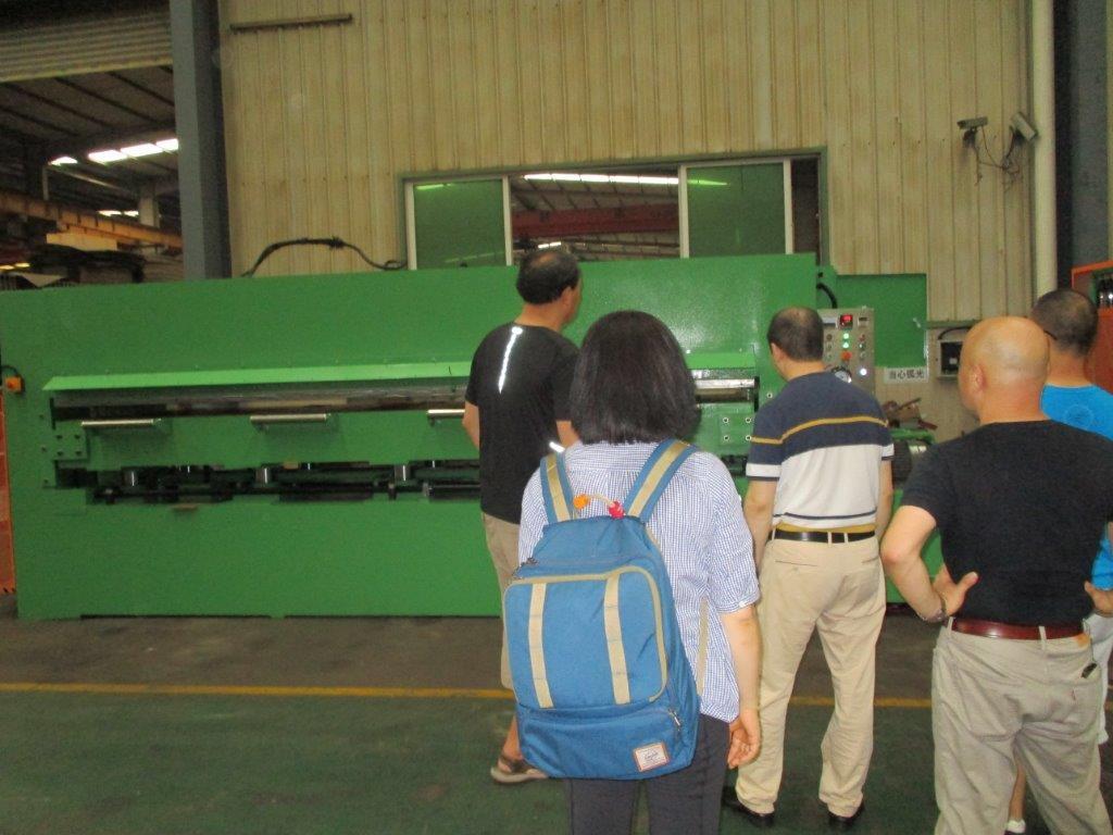 油圧HP320トン検品